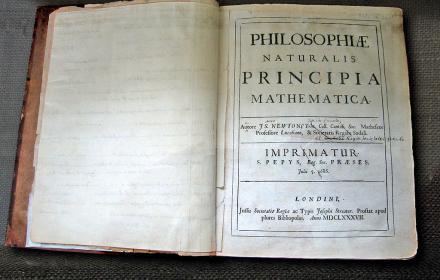 Principia, Isaac Newton, https://commons.wikimedia.org/wiki/File:NewtonsPrincipia.jpg